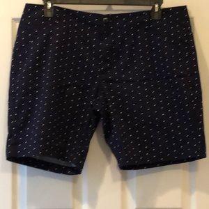 Lee mid rise shorts. Size 16P Navy & white polkas